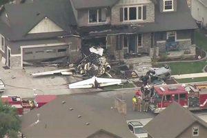 Mâu thuẫn với vợ, lái máy bay đâm vào nhà tự sát