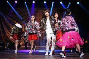 Quán quân 'Vietnam Idol Kid' được ba mẹ hộ tống đi diễn ở Hồng Kông