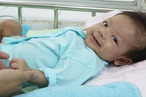 Bé gái Việt Nam mang bệnh hiếm chỉ 40 người mắc trên thế giới