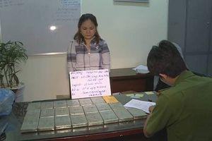 Bắt quả tang nữ quái giấu 22 bánh heroin trên xe khách từ Hà Tĩnh đi TP.HCM