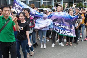 Danh thủ Michael Owen bất ngờ trước sự cuộc nhiệt của khán giả Việt Nam