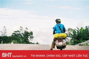 9x Hà Tĩnh chia sẻ hành trình khám phá đất nước Triệu Voi bằng xe Vespa