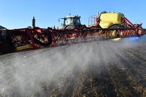 Pháp hoan nghênh tòa án Mỹ ra phán quyết vụ thuốc diệt cỏ