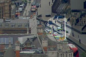 Video 'xe điên' lao vào tòa nhà quốc hội Anh