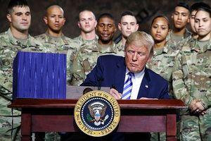 Ông Donald Trump ký Luật ủy quyền quốc phòng 2019 – Trung Quốc phản ứng quyết liệt