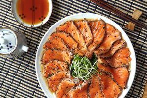 Đổi vị cho cả nhà với món cá hồi nướng tiêu đen ngon miễn chê
