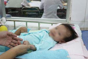 Bé sơ sinh thoát khỏi căn bệnh hiếm chỉ 40 người trên thế giới mắc phải