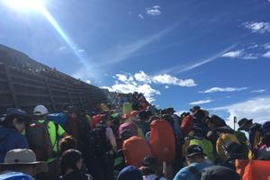 Đường lên núi Phú Sĩ, Nhật Bản: Du khách gây tắc nghẽn nghiêm trọng