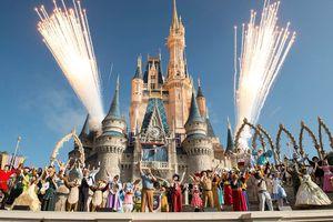 Chiêu trò ma thuật nào khiến Disneyland hút tiền khủng từ du khách?