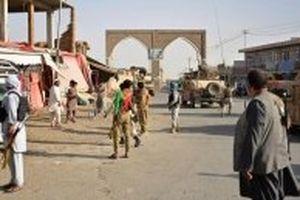 Taliban tấn công doanh trại quân đội tại Afghanistan