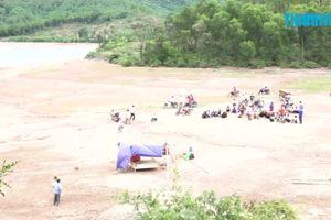 Chụp ảnh ở hồ thủy lợi, chị em ruột bị đuối nước thương tâm