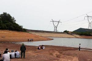 Hà Tĩnh: Tắm hồ sau khi làm đồng, 2 chị em chết đuối
