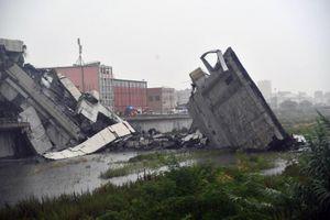 Cảnh tượng như ngày tận thế tại hiện trường vụ sập cầu tại Italia