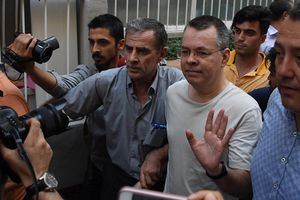 Thổ Nhĩ Kỳ từ chối phóng thích mục sư người Mỹ giữa cuộc khủng hoảng chính trị