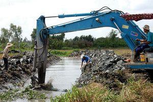 Dự án Đường liên huyện dọc kênh chính ở Bình Thuận: Một công ty trúng cùng lúc 2 gói thầu lớn