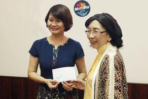 Chủ tịch Hội Nữ Trí thức Việt Nam Phạm Thị Trân Châu ủng hộ Quỹ Mottainai