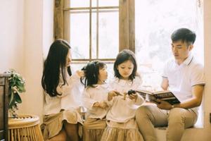 Bộ ảnh gia đình hạnh phúc với những khoảnh khắc đời thường