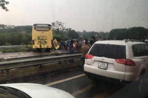 Xe khách gặp nạn trên cao tốc Hà Nội - Lào Cai