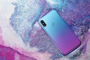 Motorola sắp ra smartphone sao chép iPhone X và Huawei P20