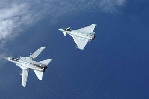 Sáu chiếc Su-24 bị Typhoon truy đuổi trên Biển Đen