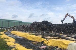 Dân khốn khổ vì bãi rác tạm gây ô nhiễm môi trường