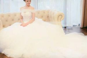 Bạn gái Công Lý bất ngờ lộ ảnh mặc váy cưới đẹp như mơ