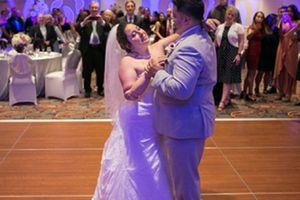 Cô dâu Mỹ cụt tứ chi tự bước vào lễ đường làm đám cưới