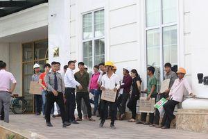 Nhà thầu ngừng thi công, hơn 100 công nhân khốn đốn vì nợ lương