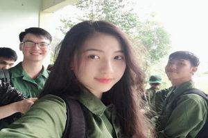 Đăng ảnh học quân sự quá xinh đẹp, nữ sinh trường Y 'đốn tim' dân mạng