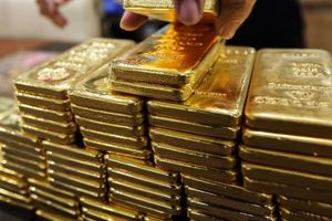 Vàng thủng đáy 18 tháng, USD ổn định ở mức giá cao