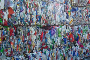 Ngành nhựa gặp khó vì hàng ngàn container phế liệu nhựa 'đóng băng'