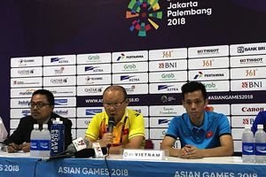 HLV Park Hang Seo cảm ơn cầu thủ sau chiến thắng Nepal
