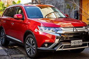 Mitsubishi Outlander tiếp tục giảm giá 'khủng' trong tháng cô hồn