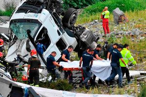 Số nạn nhân trong vụ sập cầu tại Italy tiếp tục tăng