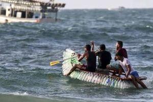 Người Palestine dán chai nhựa thành thuyền để mưu sinh giữa 'bão' cấm vận