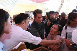 Ca sĩ Đàm Vĩnh Hưng phát động ủng hộ người dân bị thiên tai