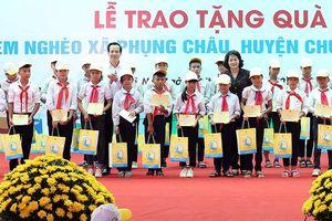 450 triệu tặng trẻ em khó khăn ở vùng lũ Hà Nội