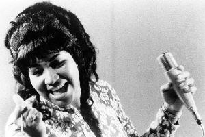 Sự nghiệp lừng lẫy của nữ hoàng nhạc Soul ẵm 18 giải Grammy vừa mất