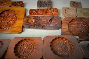 Nghề làm khuôn bánh trung thu bằng gỗ xà cừ ở đất Hà Thành