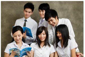 Học sinh và sinh viên Thái Lan bị cấm ôm hôn nhau