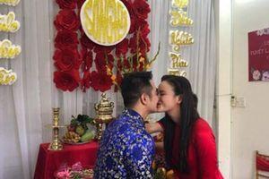 Á quân Next Top Tuyết Lan làm lễ ăn hỏi với bạn trai Việt kiều