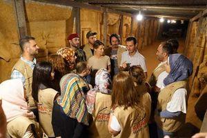 Tổng thống Assad và phu nhân bất ngờ tới thăm đường hầm của phiến quân