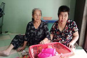 Mẹ già bệnh tật, 50 năm nuôi con gái thiểu năng