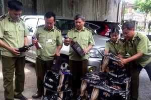 Bắt vụ vận chuyển 400 chai rượu ngoại nhập lậu