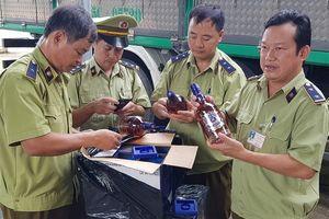 Bắt giữ xe tải chở 400 chai rượu Chivas, Baileys lậu trên đường ra Bắc