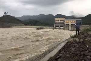 Thanh Hóa: Người dân đối phó mưa hoàn lưu sau bão số 4