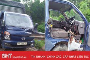Xe tải mất lái đâm lan can bên đường, một người nhập viện