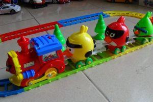 Nghệ An: Bé trai nguy kịch vì đồ chơi chạy pin phát nổ