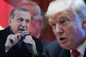 Người dân Thổ Nhĩ Kỳ tức giận, đập nát iPhone phản đối Tổng thống Trump
