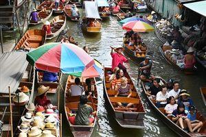 Xem cách người Thái làm du lịch với chợ nổi trên sông